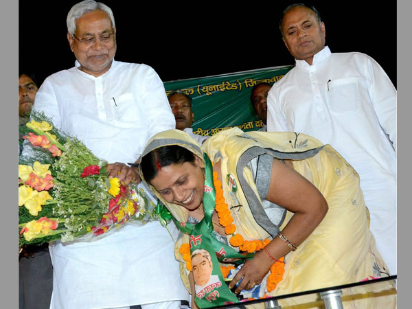 A JD(U) candidate seeking blessing from Bihar Chief Minister Nitish Kumar during a rally for MCD polls.