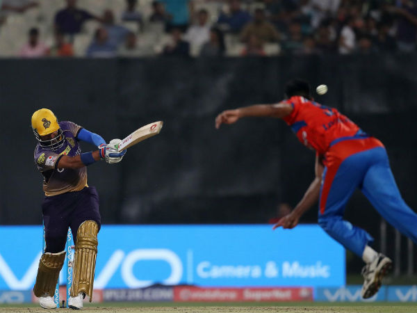 Robin Uthappa plays a shot against Gujarat. Image Courtesy: BCCI