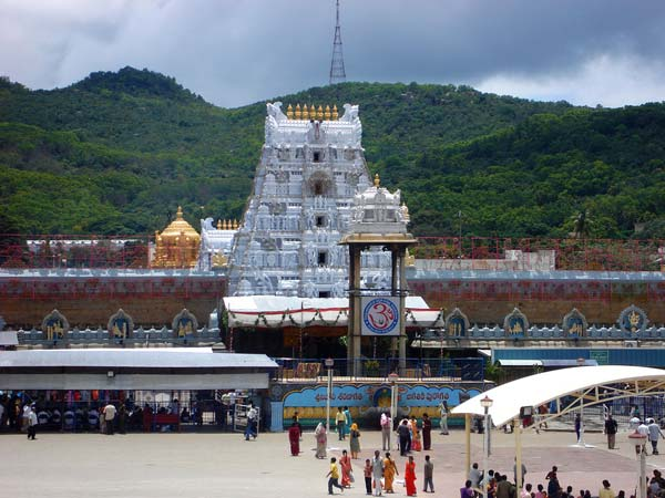 Two Nri Devotees Donate Rs 13 5 Crore Lord Venkateswara