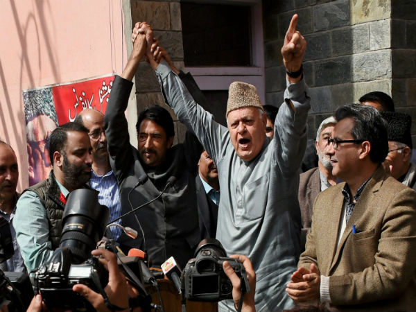 Stone-pelters fighting for nation, says Farooq