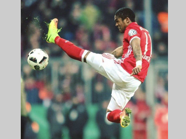 Will Bayern Munich star Douglas Costa go to Liverpool?