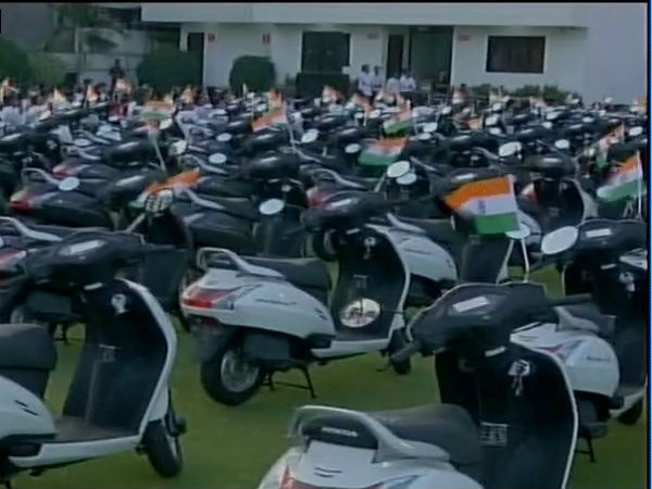 Surat Diamond merchant gifts 125 scooters to employees
