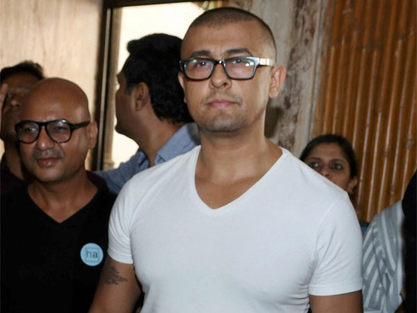 After Azaan controversy, Sonu Nigam now posts video of azaan on Twitter