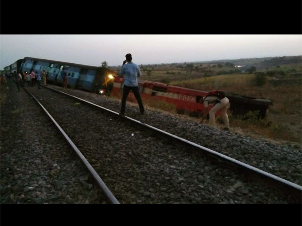 Aurangabad- Hyderabad passenger train derails in Karnataka, no injuries