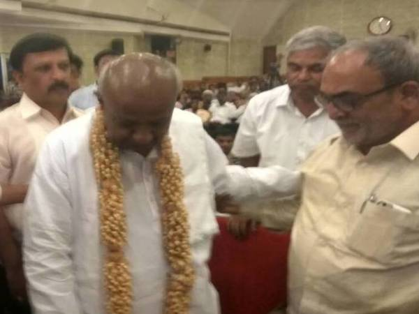 Former PM HD Deve Gowda with JD (U) MP Nadagowda