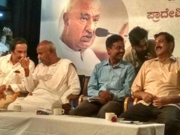 Deve Gowda in conversation with KCP President BL Shankar