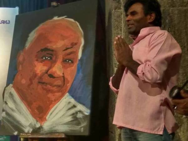 An artist painted HD Deve Gowda's portrait