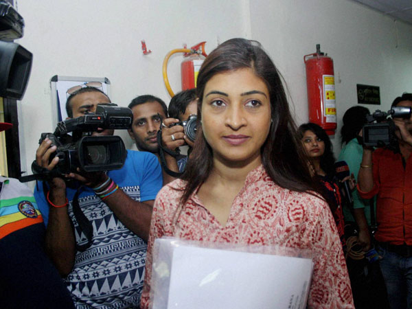 AAP MLA Alka Lamba climbs crane to oversee rescue ops!