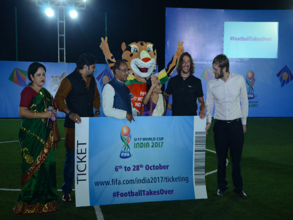 Union Minister Babul Supriyo (second from left), Sports Minister Vijay Goel on his right and Carles Puyol on his left (Image courtesy: Indian Football Team Twitter handle)