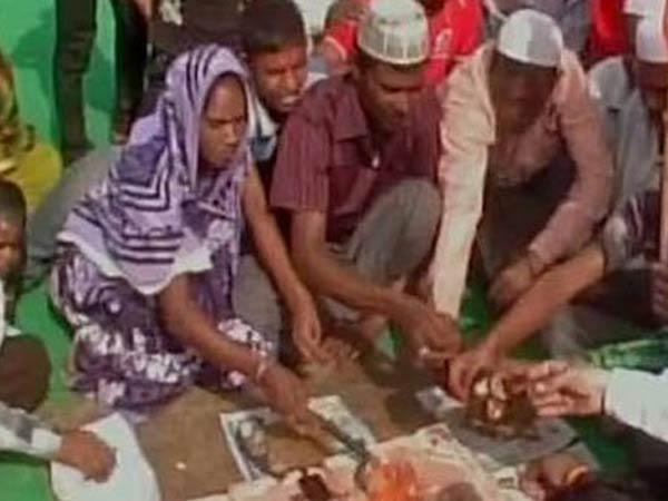<i>Ghar Wapsi</i>: 22 Muslims convert into Hinduism in Faizabad, UP