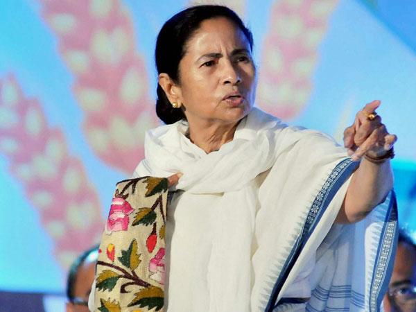 Mamata pledges support to Lalu's mega rally on Aug 27