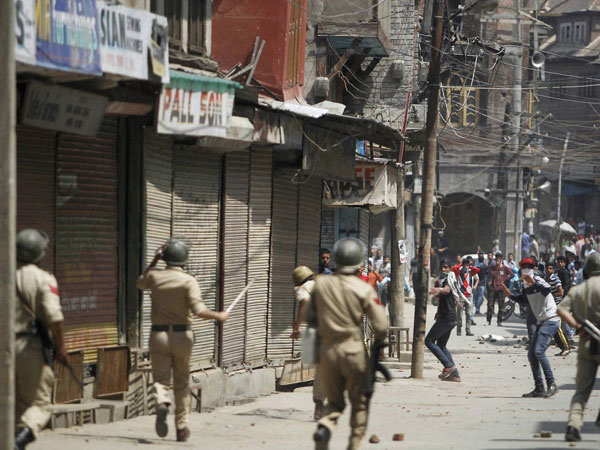 J&K: CRPF jawans undergo special training to 'humanely' tackle stone pelters