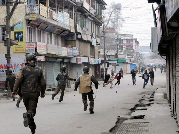 Clashes break out in Srinagar, Pakistan flag raised