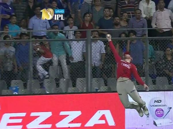Screengrab: Guptill stuns with one-handed catch