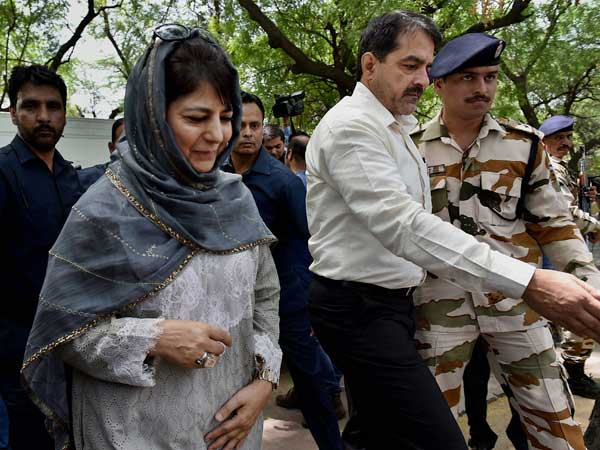 Mehbooba beats hasty retreat from women's SHG function