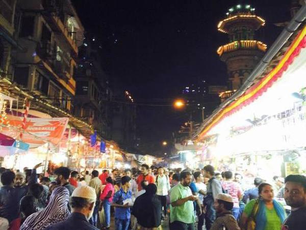 Mumbai's famous 'Khau galli' Mohammed Ali Road