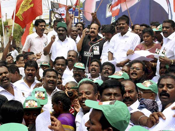 'You run the government, let Dinakaran run the party,' TTV supporters tell EPS