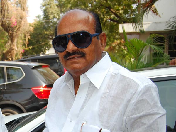 TDP MP JC Diwakar Reddy Creates Ruckus in Vizag Airport