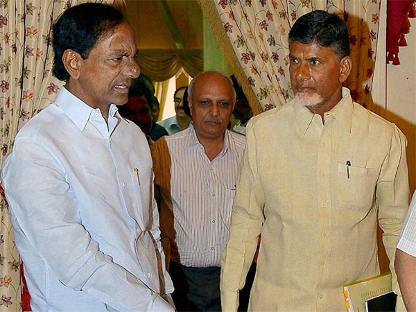 Telangana Chief Minister K. Chandrasekhara Rao and Andhra Pradesh Chief Minister N. Chandrababu Naidu (PTI Photo)
