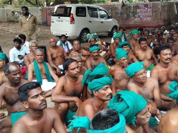 File photo of agotating Tamil Nadu farmers at Jantar Mantar last month