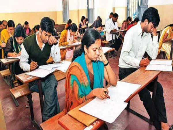 Kashmir's feat despite shutdown: For first time 14 passed UPSC 2016 exam