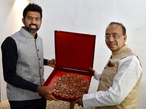 Tennis Player Rohan Bopanna calls on Sports Minister Vijay Goel