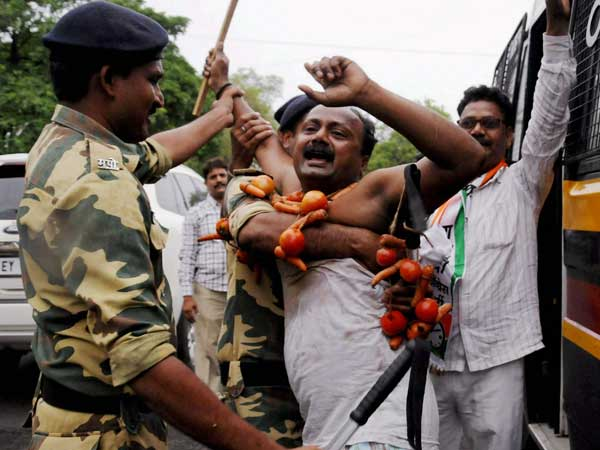 Police did not fire on protesting farmers: MP Home Minister