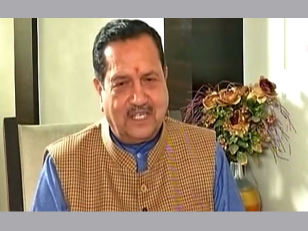 AAP's Sanjay Singh criticises Indresh Kumar for V-Day comments