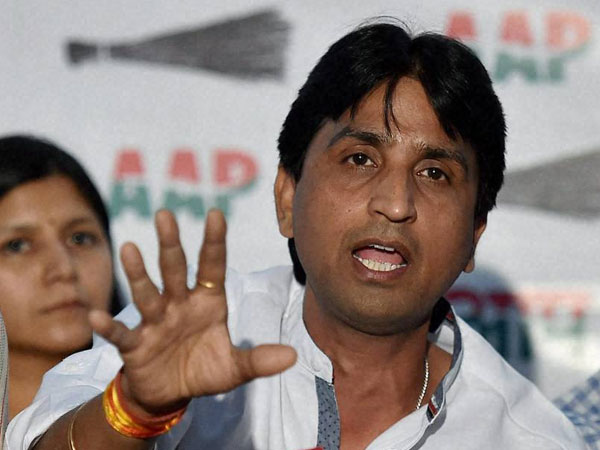 Amitabh Bachchan accuses AAP leader Kumar Vishwas of 'copyright infringement'
