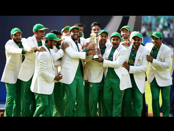 Victorious Pakistan cricket team with the CT trophy. Image Courtesy: ICC