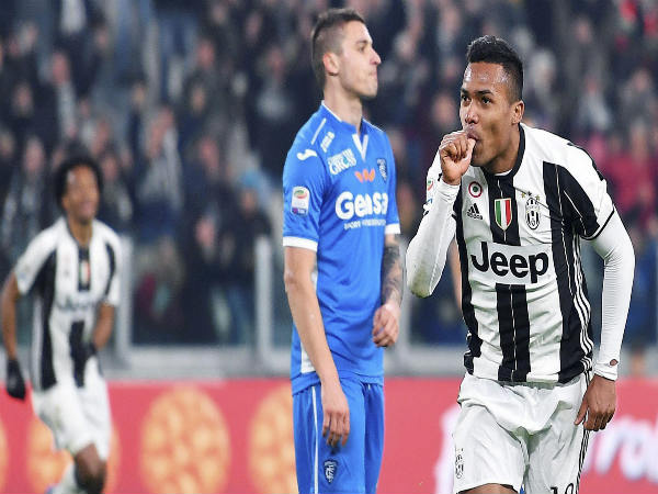 Chelsea set to make Juventus' Alex Sandro the most expensive defender