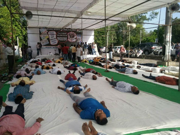 Farmers perform 'shavasana' in UP to protest govt policies