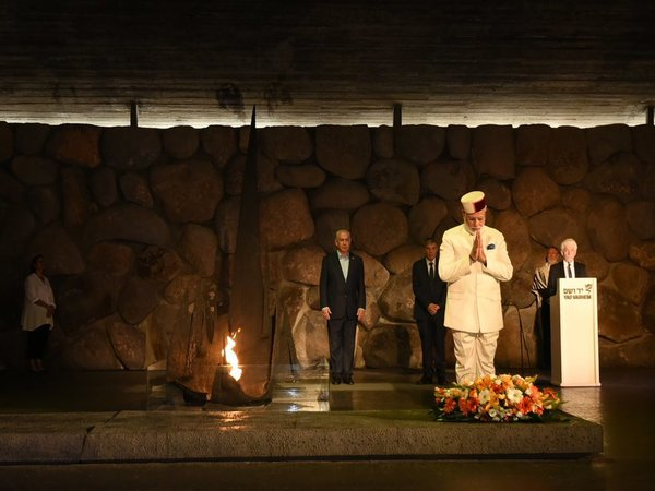 Modi pays homage to Holocaust victims