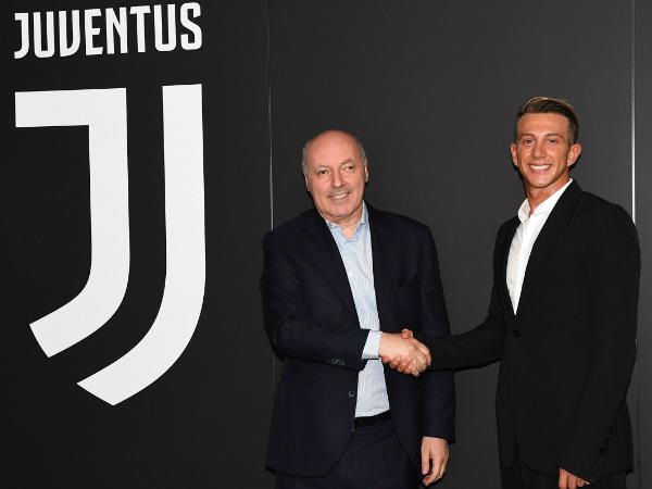 Official: Fiorentina forward Federico Bernardeschi joins Juventus