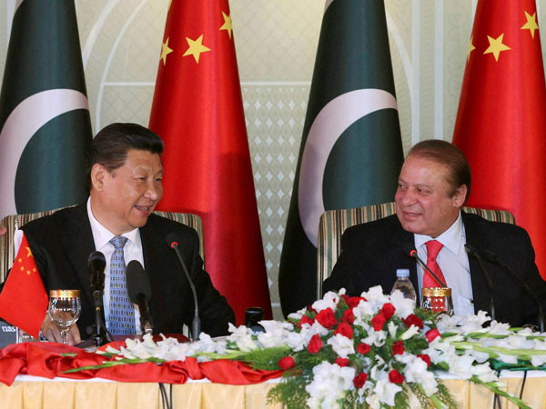 Chinese President Xi Jinping with Pakistan Prime Minister Nawaz Sharif