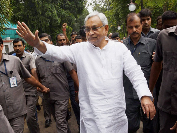 Nitish mocks Lalu for organising rally on Srijan 'scam'