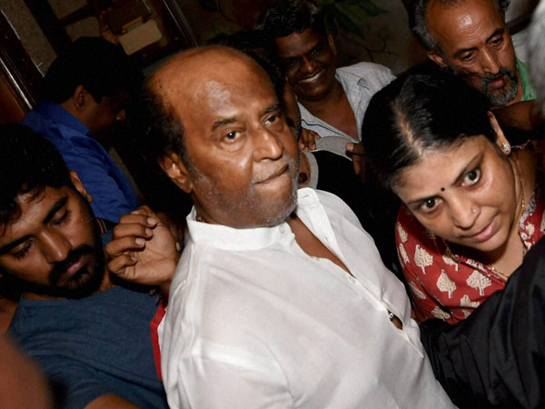 Swamy takes dig at Rajinikanth, tweets photo of superstar in Casino