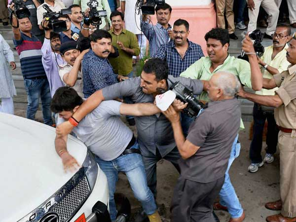 Tejashwi Yadav's security personnel manhandle media persons in Patna
