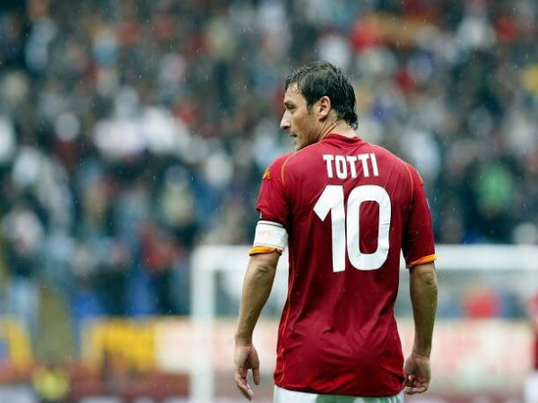 Fracesco Totti returns to Roma as club director