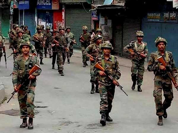 CRPF patrol party attacked in Srinagar, no injury reported