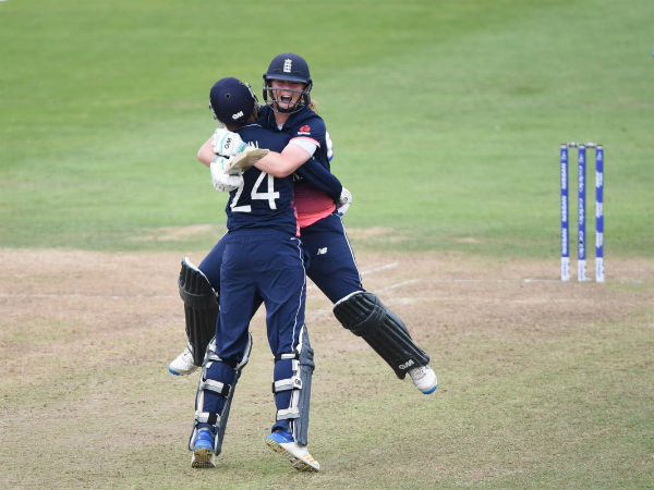 Women's World Cup: England beat South Africa in thriller to enter final