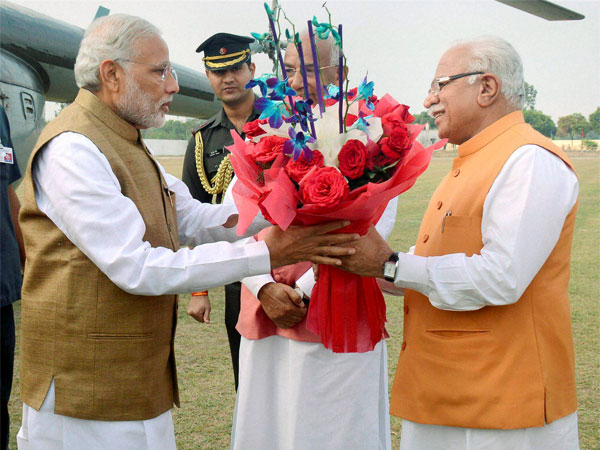 Modi government bans bouquet culture on tours, says can give books, Khadi handkerchief or flower