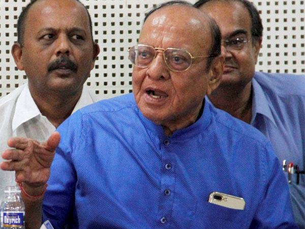 Rs 5 lakh in cash, jewellery stolen from Vaghela's bungalow