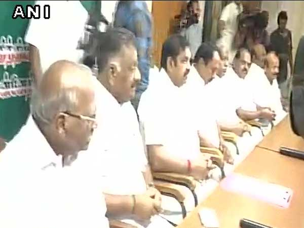 AIADMK crisis: EPS calls for crucial meeting, 30 MLAs give it a miss