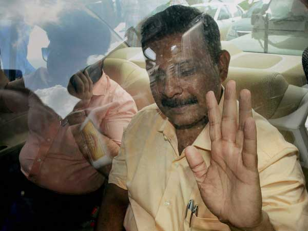 With a bunch of flimsy evidence, case against Lt Col Purohit set to fall flat