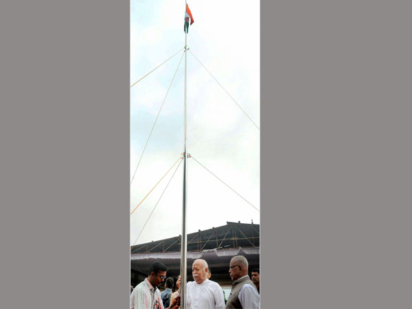 RSS chief Mohan Bhagwat unfurling the national flag at a school on the occasion of 71st Independence Day in Palakkad