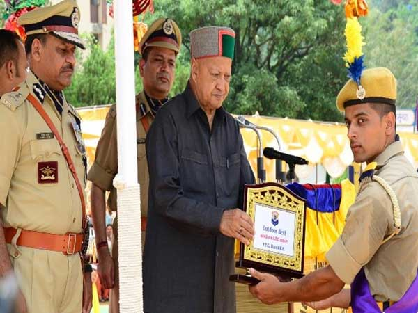 CM urges Police personnel to work with dedication for evil free society