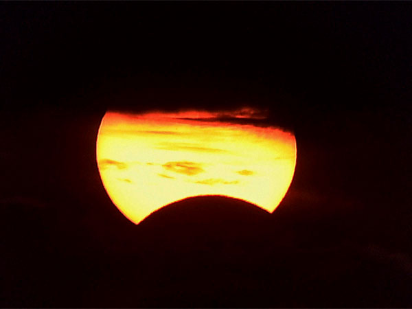 Solar eclipse timing