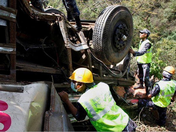 In India, the wagon crashed into a bus: many victims