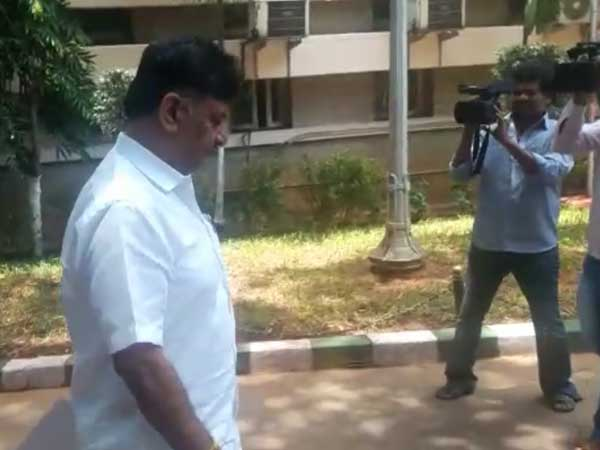 IT Dept raids Karnataka Minister Shivakumar's properties again